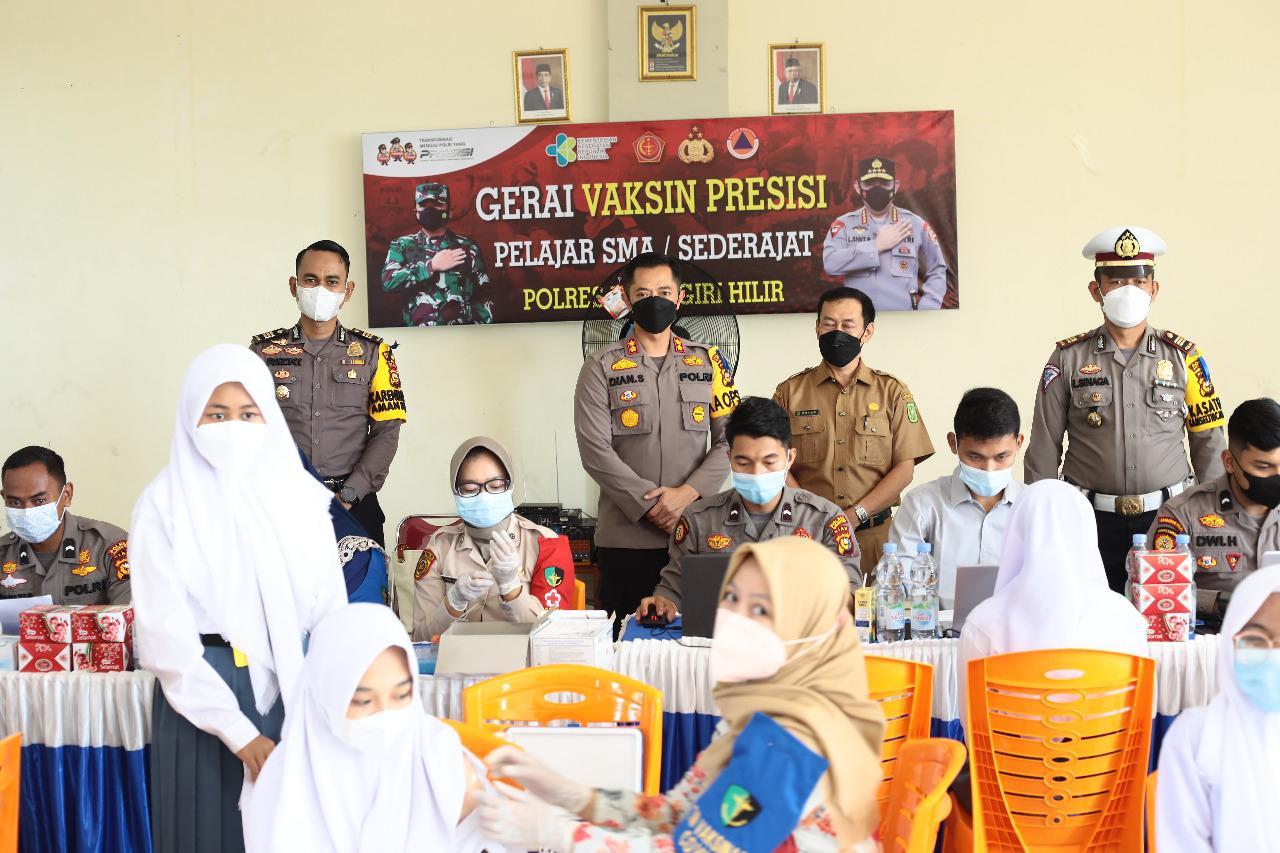 Kapolres Inhil Tinjau Vaksinasi Tahap II di Sekolah