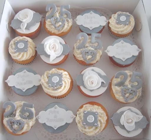 102- Zilveren huwelijk Cupcake's.JPG