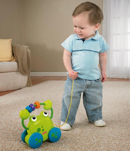 Đồ chơi Xe kéo Ếch Cốm Fisher Price giúp bé nhà bạn phát triển toàn diện