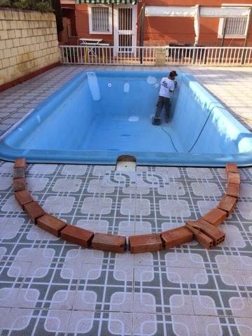 Alba piscinas com construccion de escalera de obra de for Escaleras para piscinas de obra