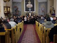 15 Megtelt a tartoskeddi katolikus templom.JPG