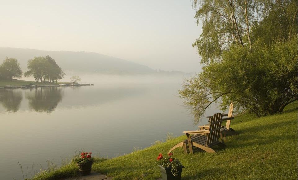 [adirondack-chairs-by-lake-668761151-58e3a2065f9b58ef7eaecea8%5B4%5D]