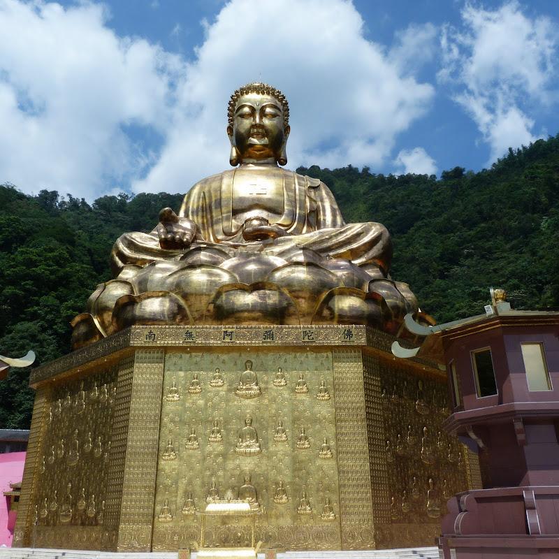 Puli. Divers et Golden Buddha.J 12 - P1170610.JPG