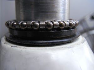 下側ベアリングのつけ方(横から)