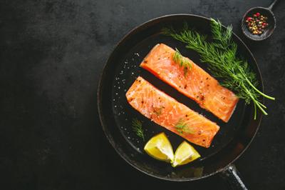 """12 loại thực phẩm mẹ nên ăn để tránh """"rớt não"""" sau sinh"""