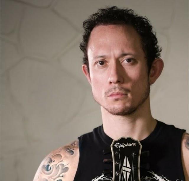"""Matt Heafy (Trivium) faz cover de música da série """"The Witcher"""""""