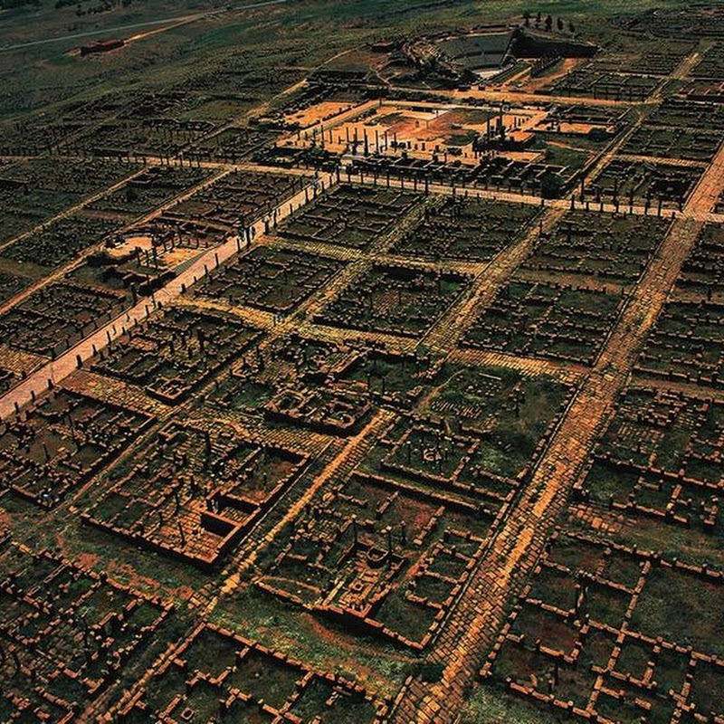 Timgad: An Ancient Roman City With a Very Modern Grid Design