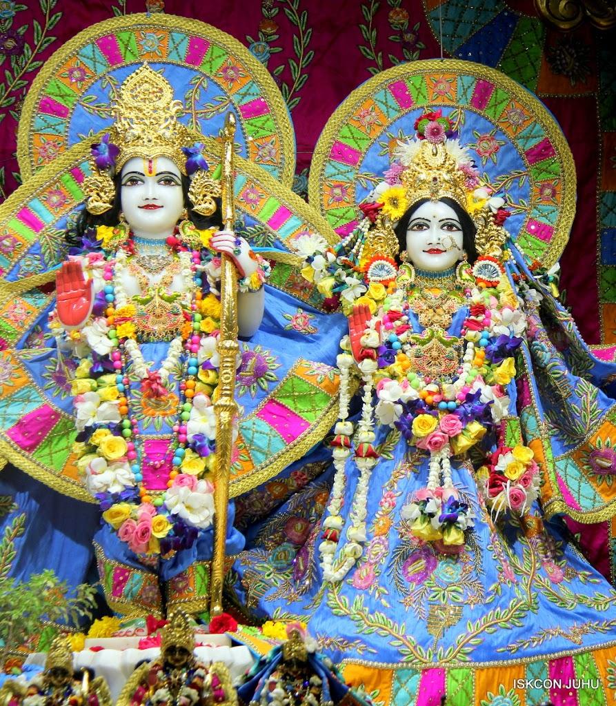 ISKCON Juhu Sringar Deity Darshan on 29th April 2016 (30)