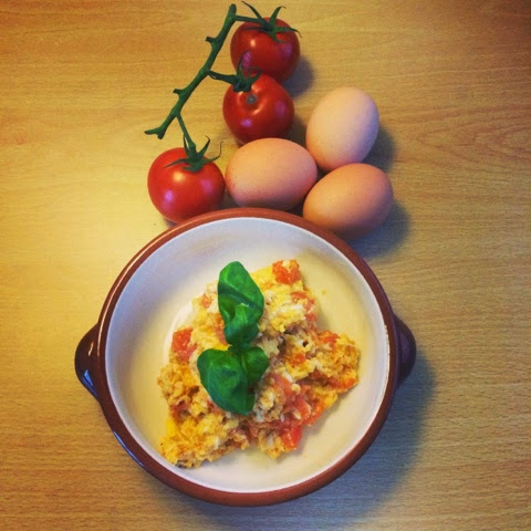 Scrambled eggs with tomatoes gluten free clean eating