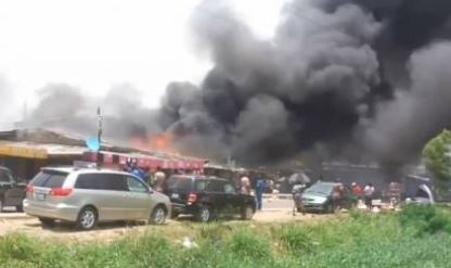 JUST IN: Fire Burns Down Building, Numerous Cars In Surulere (Photos, Videos)