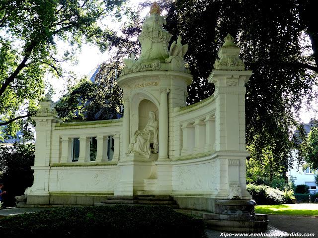 Monumento emperatriz.JPG