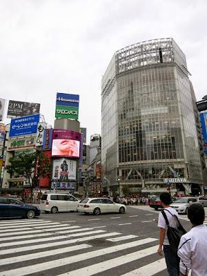 渋谷Qフロント前のスクランブル交差点