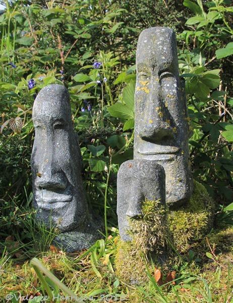easter-island-statues