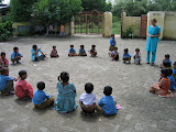 PVs teach a game to primary school pupils