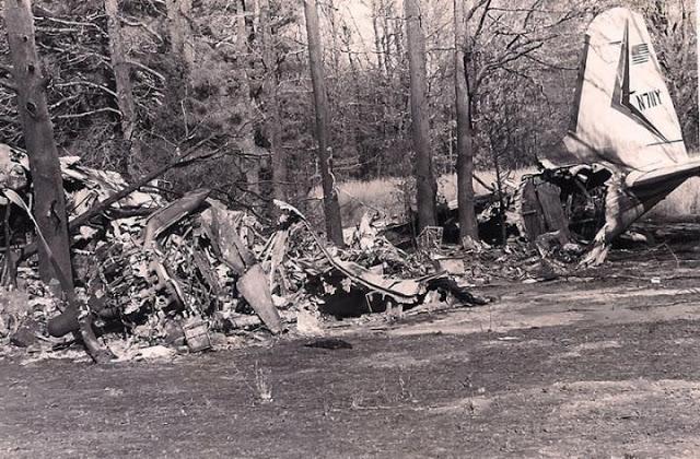Фото с места крушения самолёта DC-3 на котором погиб Рики Нельсон
