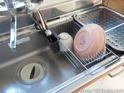 シンクにかけて使うタイプの水切りカゴ