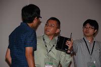 無線APに興味津々の石川&助手