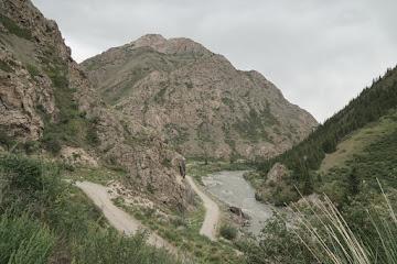 Serpentienen in der Eki Naryn Schlucht