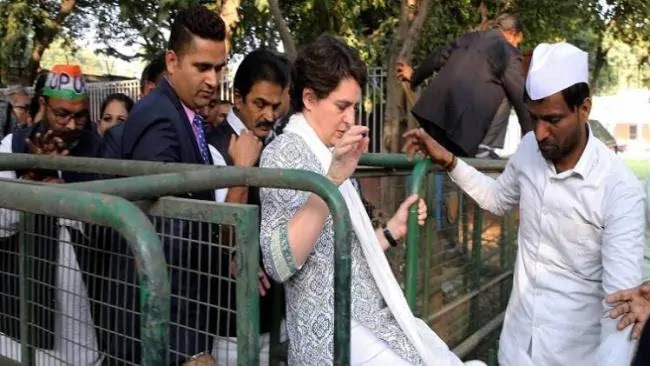 प्रियंका गांधी के निजी सचिव के खिलाफ FIR, बसों की सूची में धोखाधड़ी का आरोप