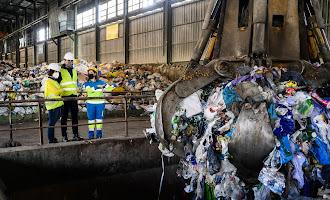 Visita del alcalde a la planta de compostaje