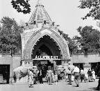 A budapesti állatkert főbejárata, 1956 (Fotó: Fortepan)