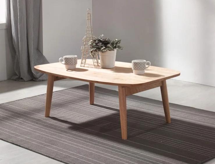 Bàn gỗ cao su được thiết kế đơn giản tinh tế
