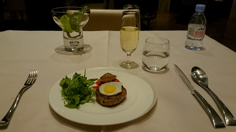 REVIEW – Singapore Airlines : The Private Room First Class Lounge [Dinner Service], SIN T3