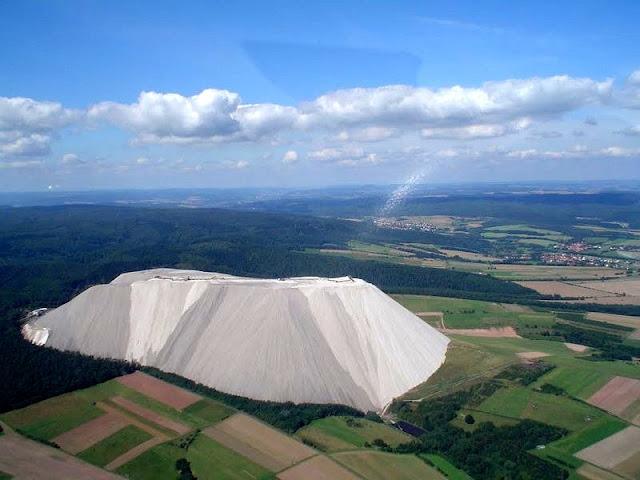 Monte Kali, a montanha branca de sal