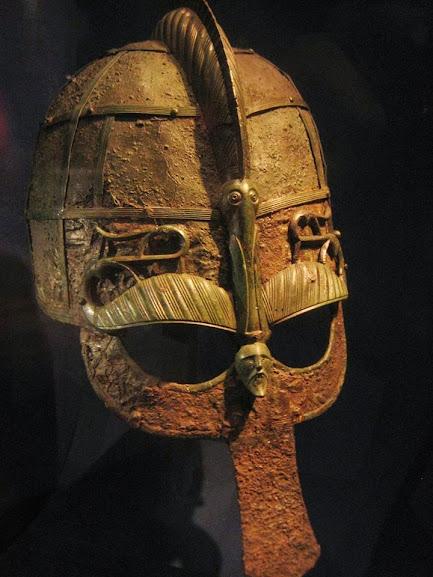 Elmo de ferro da era de Vendel (550-793 dC) — a idade do ferro germânica — encontrado em um barco funerário viking em Uppland