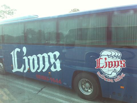 西武観光バス「Lions Express」 1644 刈谷PA停車中
