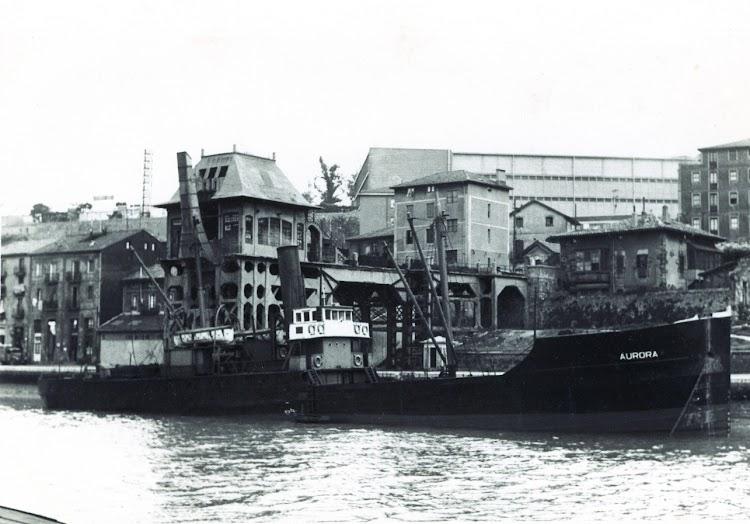 Cargadero de Olabeaga. Vapor AURORA. Web Patrimonio Industrial Vasco. Foto Antonio Hernandez.jpg