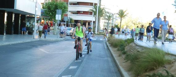 bici por la línea. Ni carril bici en contradireccion ni compartido