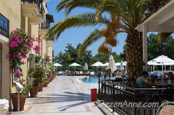 Bodrum Park Resort'un havuzbaşı restoranı