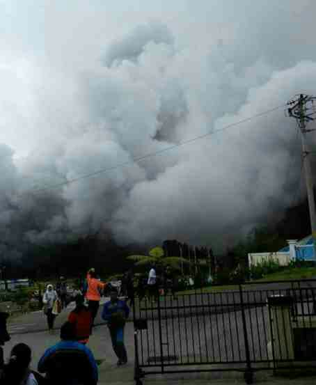 Indonesia volcano swallow few people - pics