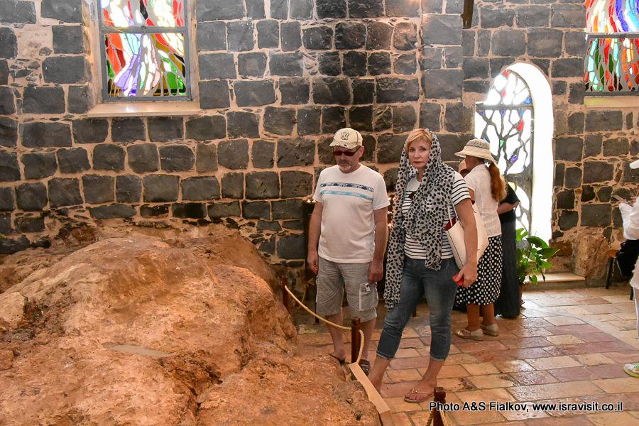 Церковь в Табхе. Священная скала. Экскурсия гида в Галилее Светланы Фиалковой.