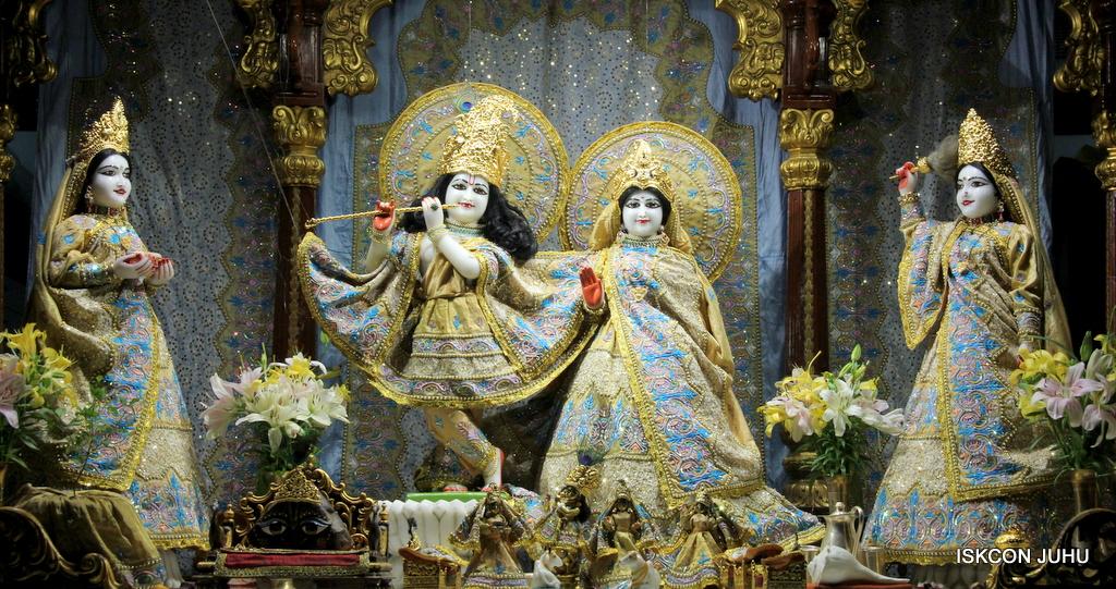 ISKCON Juhu Mangal Deity Darshan on 24th Oct 2016 (18)