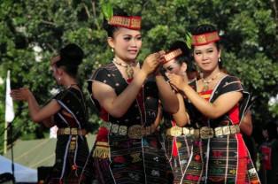 Lirik Lagu - Jens Butar Butar - Gadis Melayu Dengan Tortor Batak