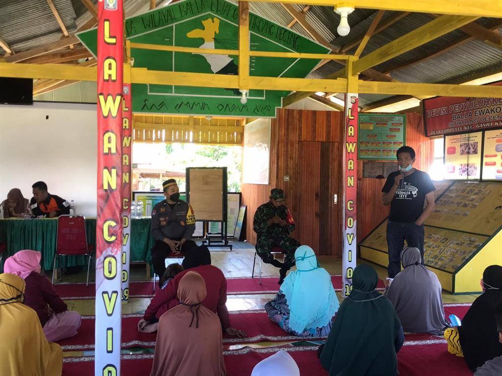 Tiga Pilar Kamtibmas Desa Lompulle Salurkan BST Tahap IX