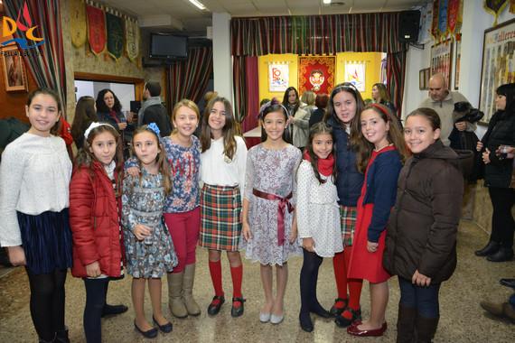 Los representantes infantiles de Camins al Grau no quisieron perderse la inauguración del Belén de Playmóbil
