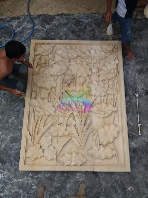 Pengerjaan relief batu