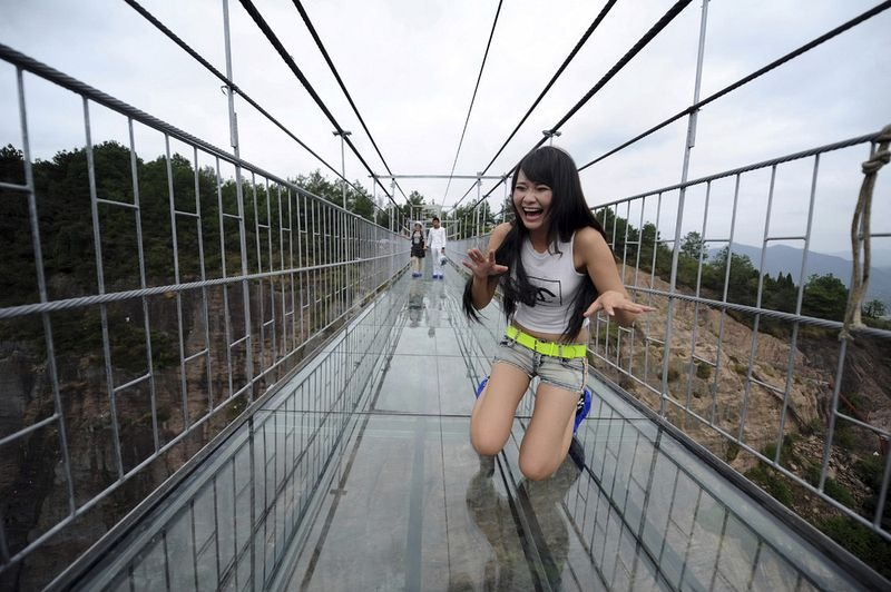 glass-suspension-bridge-china-6