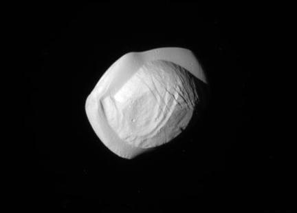 a lua Pan de Saturno