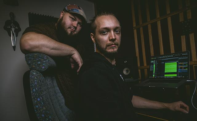 Laulun jälkituotanto, Heikki Vihersalo ja Sako, kuvaaja Ville Nisunen