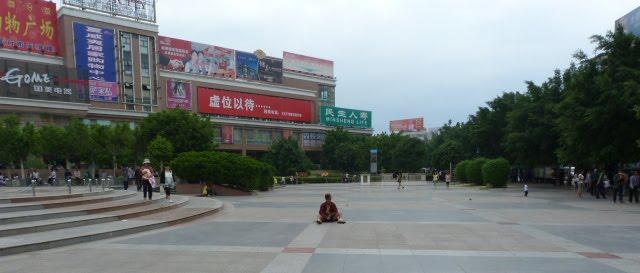 XI CHANG .une ville propre, sans âme, aux habitants indifférents et ,en périphérie, le centre spatial Chinois