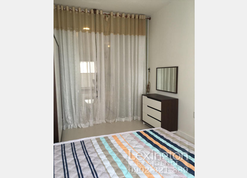 Phòng ngủ có tắm rèm ngăn với phòng khách tại Lexington