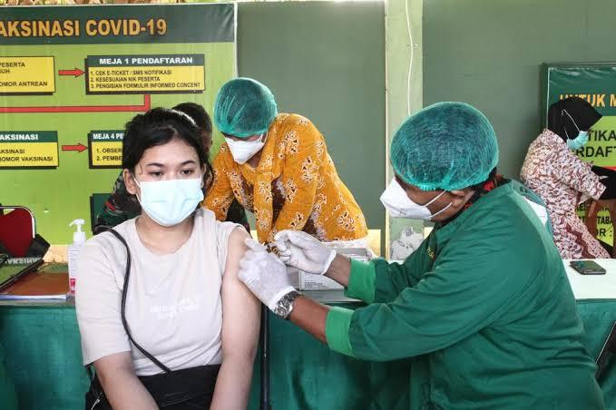 Aturan Baru Menkes: Vaksinasi Bisa di Klinik, Bayar Sendiri!