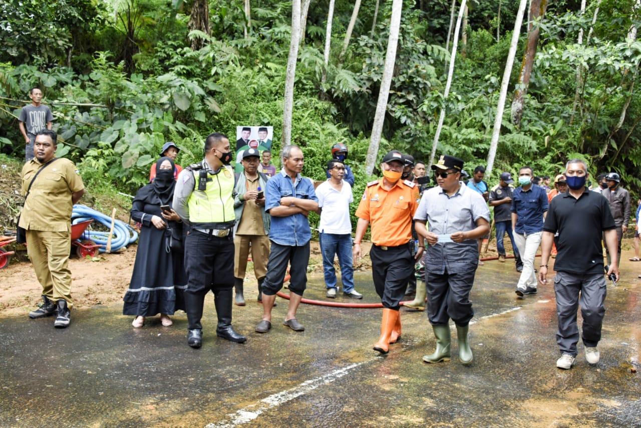 Wagub Jabar Tinjau Lokasi Bencana Banjir dan Longsor di Kabupaten Tasikmalaya