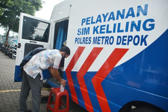 Bikin SIM dan SKCK Harus Bawa Bukti Sudah Divaksin, Polisi: itu HOAX!