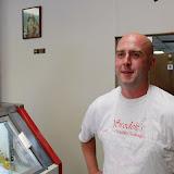 Andrew Zimmern from Bizarre Foods - 24_b.jpg