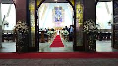 Album (digital) de fotos de Igreja Nossa Senhora de Fátima e São Jorge | Nova Iguaçu. Fotografias digitais da Carla Flores, que faz decoração floral em eventos sociais e corporativos usando as mais lindas flores. Faz bouquet (buquê) de noiva, decoração de casamento, decoração de festas, decoração de 15 anos, arranjos de mesa, decoração de salão de festa, locação de mobiliário, decoração de igreja, arranjos de casamento e decoração dos mais lindos eventos. Atua em Niterói, Rio de Janeiro (RJ).